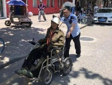 暖心!轮椅老人不慎走失,随州民警及时送其回家