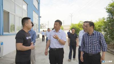 刘泽富带领调研组到曾都区调研产业扶贫情况