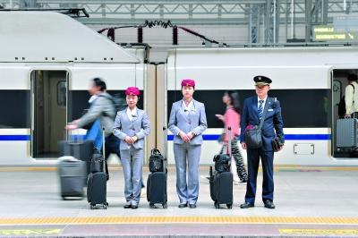 三大火车站客流涌动 武铁加开358列客车
