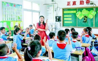 坚守乡村小学6年多,城里姑娘为村娃们打造快乐课堂