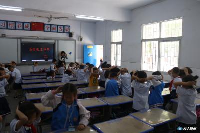 地震演练 | 看看聚奎门学校的学生们怎么做!