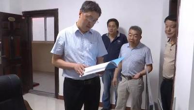 暴雨降临,陈兴旺坐镇县防汛抗旱指挥部指挥调度