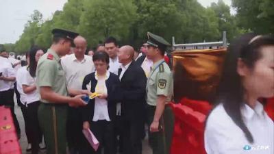 新闻特写:武警湖北总队官兵守护世界华人寻根之旅