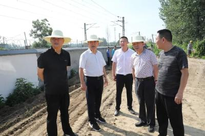 何运平督办铁路沿线环境综合整治工作