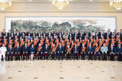 习近平会见全国退役军人工作会议代表 李克强王沪宁参加会见