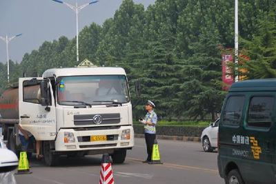 交警部门强化高温季危化品运输车辆管理