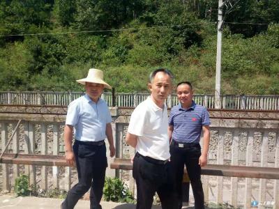 马坪镇:强化整改铁路环境整治出实效