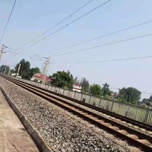 环境整治 | 扮靓火车窗外风景……