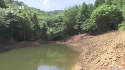 建蓄水池引泉水 解决村民用水难