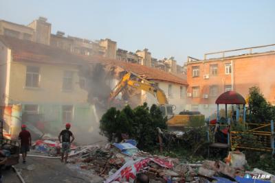 东护城河两岸棚户区改造二期工程(铁树片区)房屋拆除工作正式启动
