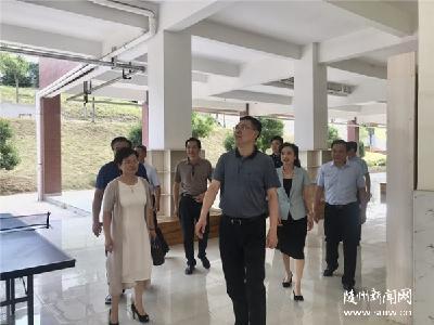 陈瑞峰看望慰问一线教师 送去节日问候和美好祝愿