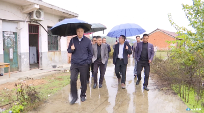 陈兴旺到唐县镇就集镇安全饮水进行现场办公