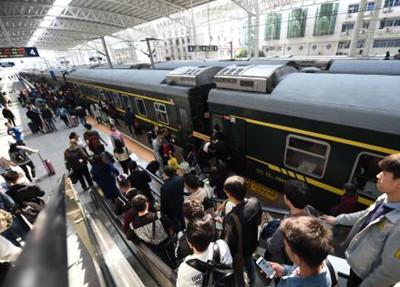 国庆节期间随州火车站发送旅客7.75万人