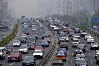 除快速路外 所有地面层道路今日解除军运专用 江城今日24时临时限行措施全部取消
