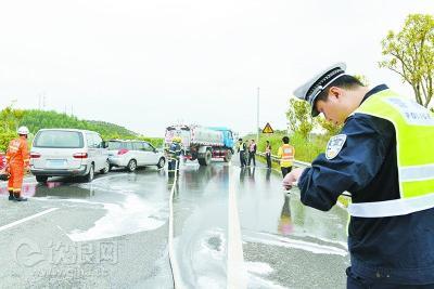 交警部门加强秋冬季节高速公路交通事故预防工作