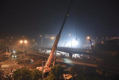 痛心!无锡高架桥侧翻事故已致3死!如何识别能把桥压塌的大车?快看!
