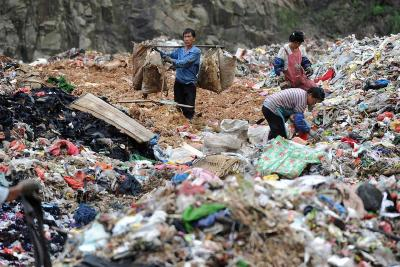 """根治""""垃圾围城"""",2020年可能要出这些大招——从固体废物污染环境防治法修订透视垃圾治理"""