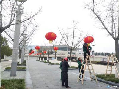 迎新春 挂灯笼 市绿化管理处精心营造春节氛围
