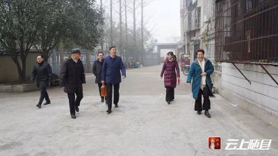 春节前夕,陈兴旺带队走访慰问身患重大疾病的县直机关党员