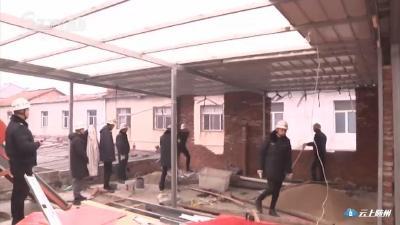 城管部门拆除一批违规建房