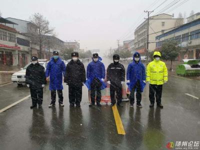 """随州抗""""疫""""一线  雨雪中的坚守者"""