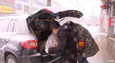 梅子沟村:物资配送风雪无阻保运转