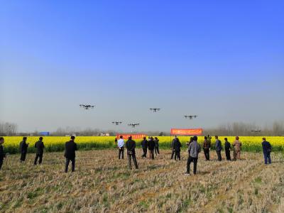 在田间地头开现场会 按下春季农业生产快键