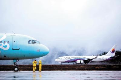 湖北省内民航复航首日起降98架次     进出港旅客超7000人次
