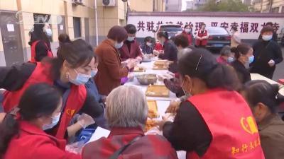 社区饺子宴 温暖老人心