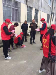 南郊财政所党员干部下沉社区宣传惠农政策
