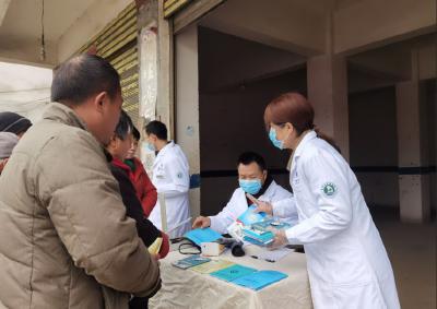 """随州高新区医院党员带动优质医疗服务""""下沉""""社区开展义诊服务"""
