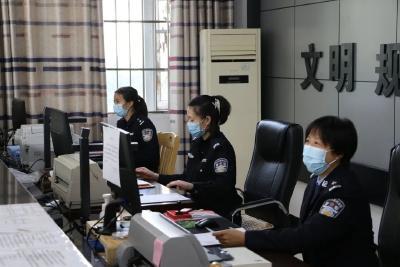 """曾都公安分局东城派出所打造""""五心级""""户籍窗口服务"""