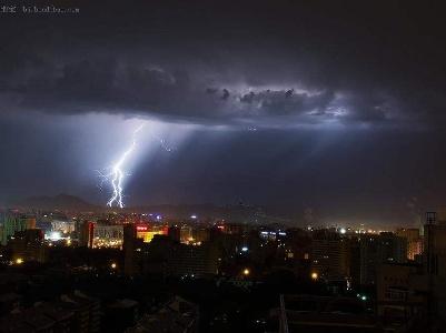 武汉中心气象台发布:今晚鄂东北阴天有大到暴雨