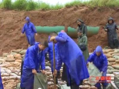 广水:雨中抢修供水线 全力以赴保高考