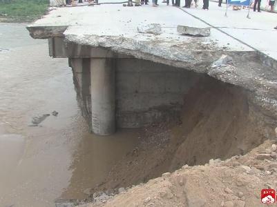 强降雨导致省道出现塌方 我市紧急除险抢修恢复通车