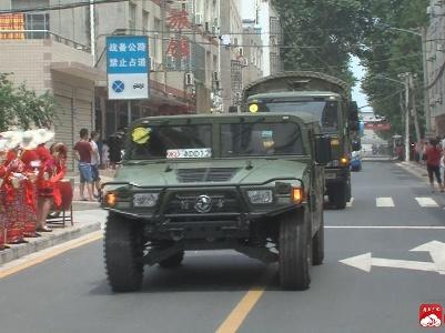 """我市欢送国际军事比赛—2017 """"空降排""""外军官兵返程归国"""
