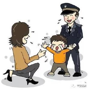 """男孩骑童车""""奔驰""""在公路上,广水交警紧急拦停护送回家"""