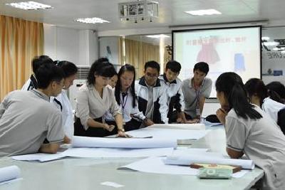 人社部:两年内拟培训50万名新型学徒,每人年获补贴四千元