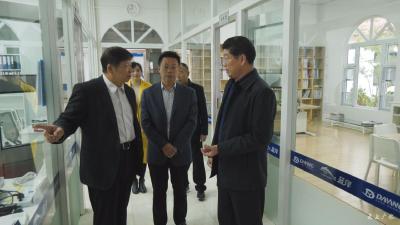田涛看望联系服务的两位专家