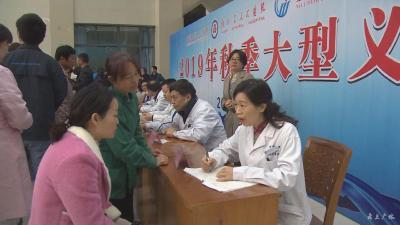 武漢大學人民醫院專家教授到市一醫院義診