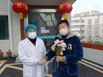 """市二醫院首例""""新冠肺炎""""患者治愈出院"""