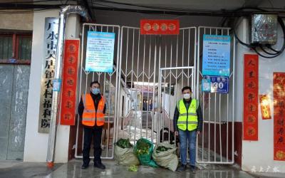 吳店村干部為福利院捐贈蔬菜