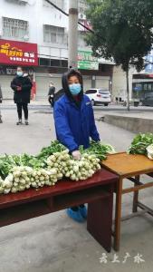 廣辦武元中學為小區居民配送物資