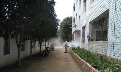 郝店中心中學志愿者消毒防疫