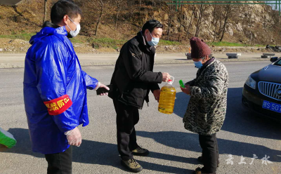 武勝關鎮:多措并舉  做好困難群眾疫情防控和生活保障