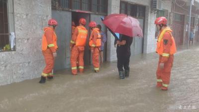广水市消防部门安全转移213名被困群众
