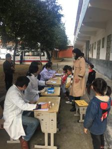 杨寨镇杨湾幼儿园:开展幼儿健康体检关爱儿童健康成长