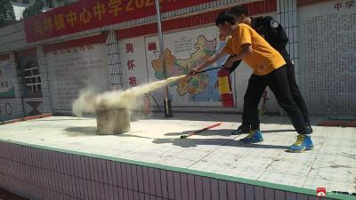 馬坪鎮中心中學師生同上消防安全課