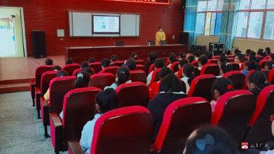 長嶺鎮平林中學開展女生青春期教育活動