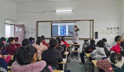 蔡河鎮中心小學召開消防安全教育班會